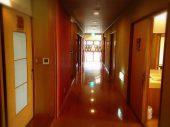 大浴場や、宴会場に続く廊下